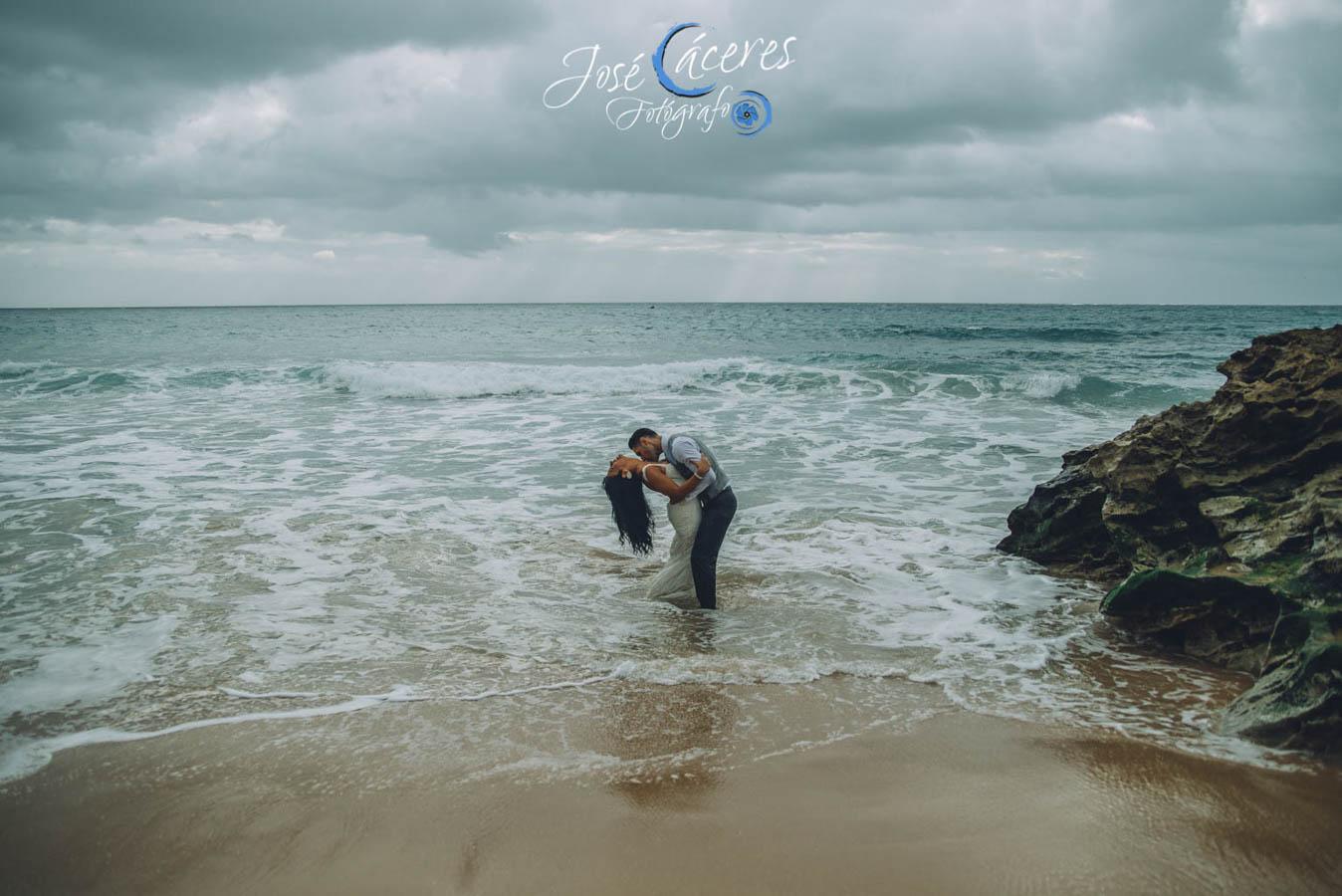 Sesion fotografica de jose caceres fotografia, post boda leticia y jose luis, playas-29